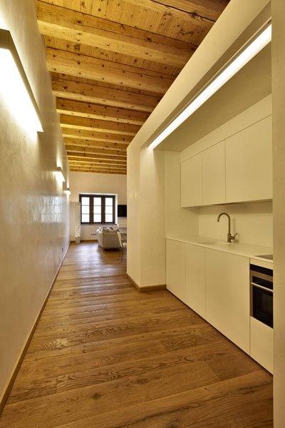 Ecco come costruire una cucina nel corridoio di casa d - Idee per costruire una casa ...