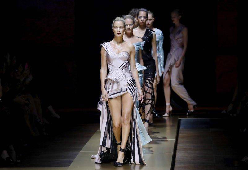 70c97aa21c70 Atelier Versace  la couture archi-star di Donatella - Moda - D.it ...
