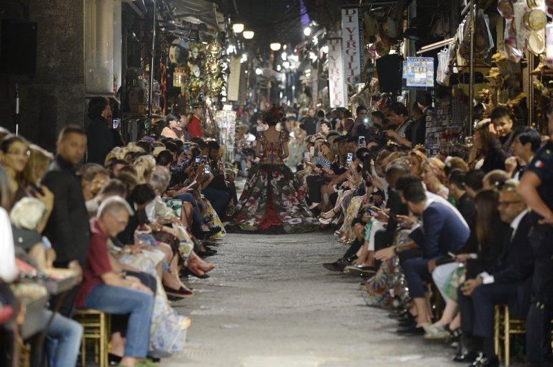 pretty nice 63adb 8b8e6 Dolce&Gabbana a Napoli: un evento che farà scuola - Moda - D ...