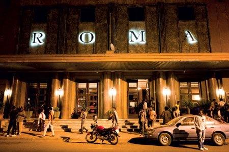 La facciata del Cinema Roma