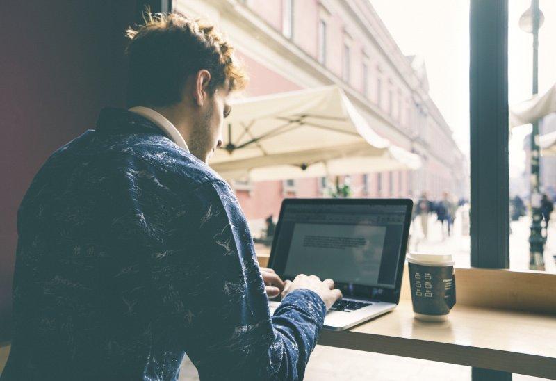 Nomadi digitali: se il lavoro è online, la casa può essere ovunque nel mondo. Anche in spiaggia
