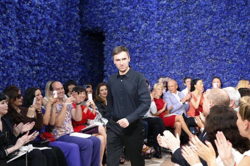 Raf Simons alla sua prima sfilata da Dior