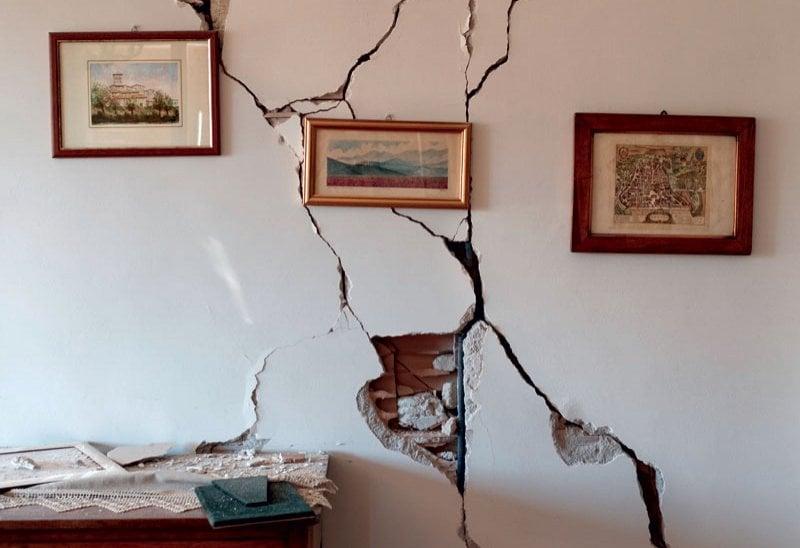 Una casa lesionata a Norcia.