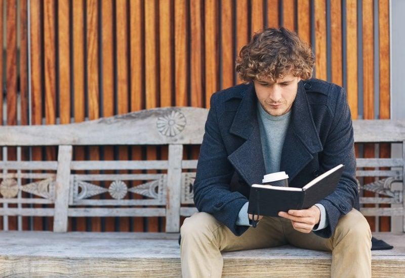 Uomini che leggono (e scrivono) romanzi d'amore: intervista a Jose Pérez Ledo