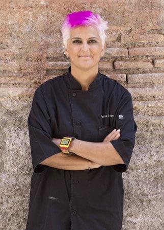 La chef Cristina Bowermann impegnata in progetti di alimentazione curativa.