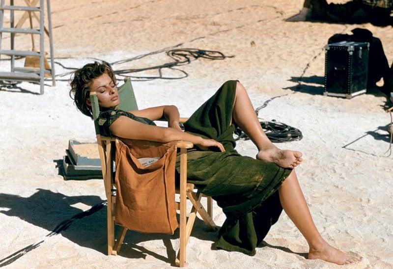 Sophia Loren nel deserto libico, set di Timbuctù (1957)