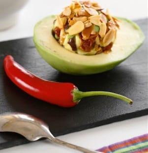 Avocado mania: locali, ricette e il lato oscuro del frutto verde