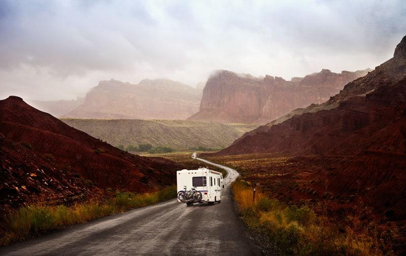 Per il filone vintage: il camper, il campeggio, la lentezza.