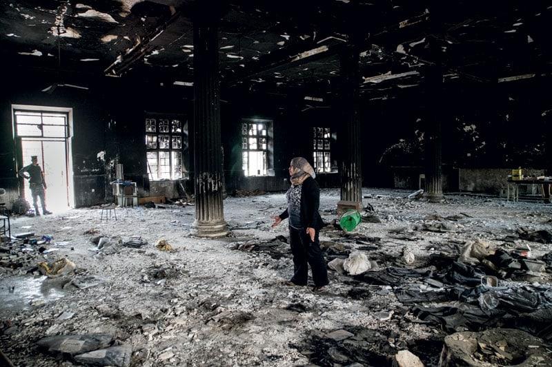Salih in quel che resta del Museo di Mosul