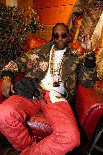 Il rapper 2 Chainz con capi di Abloh.