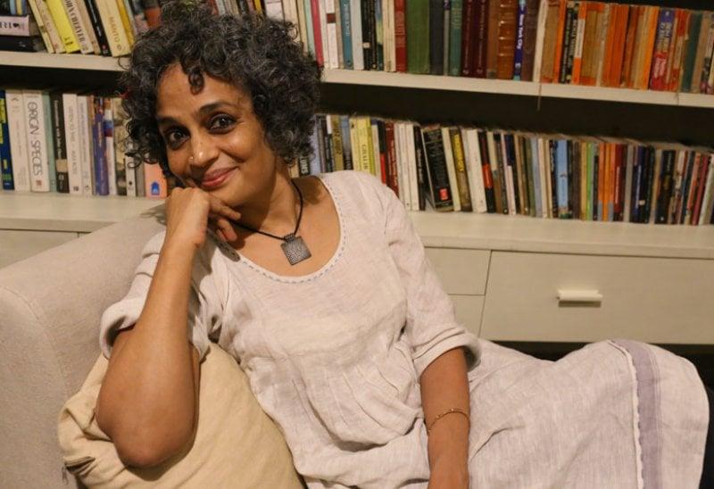 Arundhati Roy, 55 anni. Il suo nuovo, attesissimo romanzo esce il 6 giugno, in contemporanea in 26 paesi del mondo