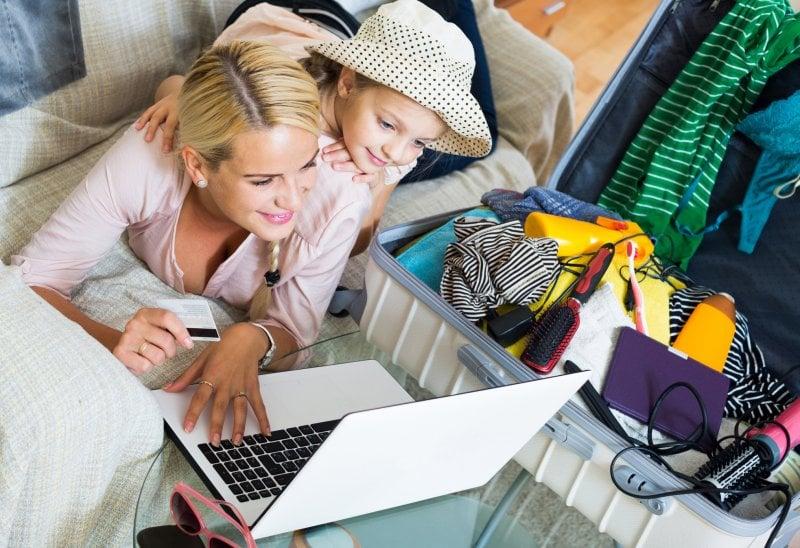 Prenotare un volo online: il test su una famiglia tipo
