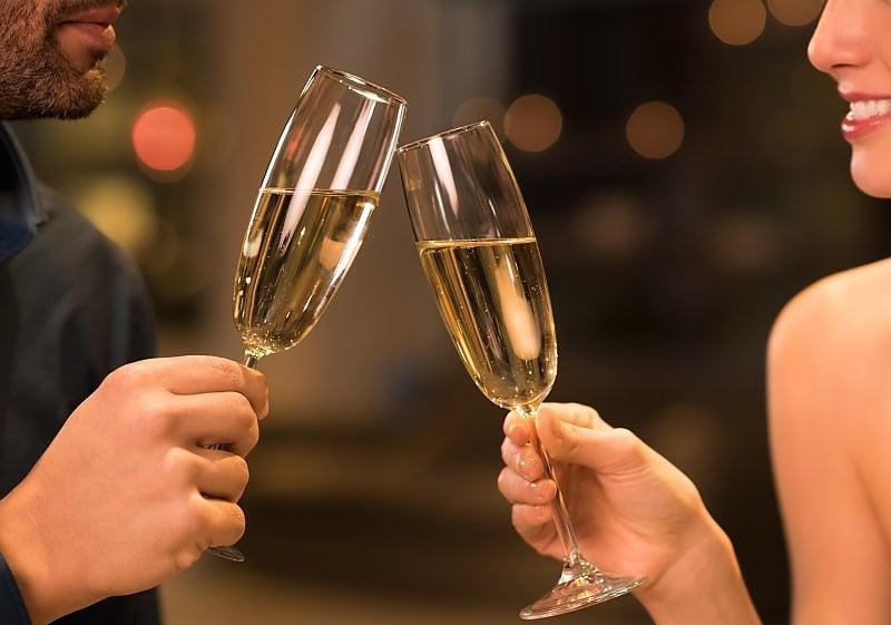 Il segreto per la felicità di coppia? Bere (oppure non bere) un drink assieme