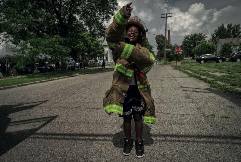 Un bambino durante una campagna contro gli incendi dolosi, piaga di Detroit.(www.nicolasboyer.top)