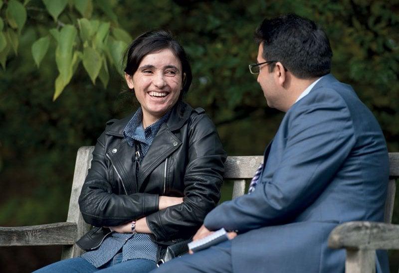 Lamia Haji Bashar, scampata alle torture dell'Isis, con Mirza Dinnayi.