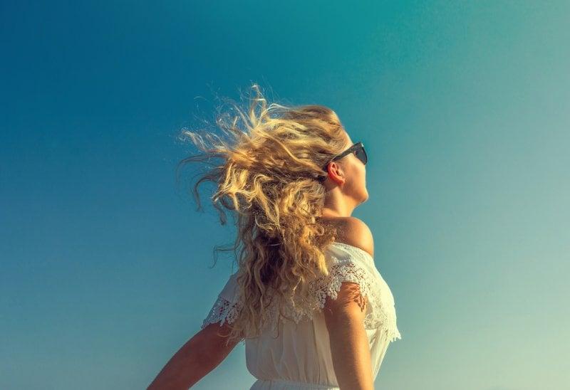5 consigli salva-chioma per capelli stressati