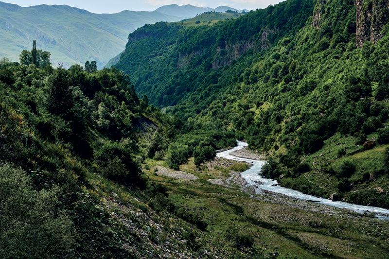 Le montagne del Caucaso lungo la Strada Militare Georgiana
