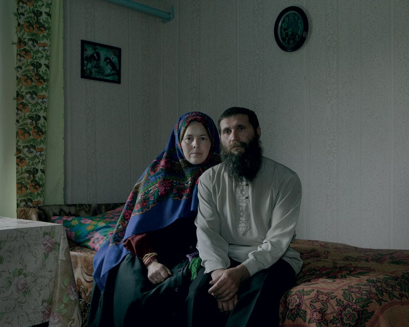 Stepan Borisov e la moglie prima delle funzioni, celebrate in casa.