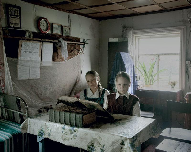 Ai bambini di Aidara viene insegnato l'antico slavo dei testi ecclesiastici, affinché partecipino alle funzioni religiose.