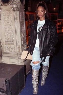 Rihanna a Parigi con i Niki 105