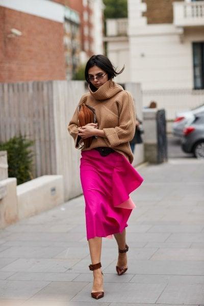 Copia il look: come abbinare il maglione beige