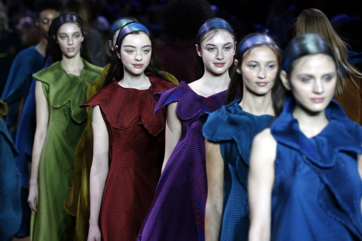 Le bande colorate di Issey Miyake