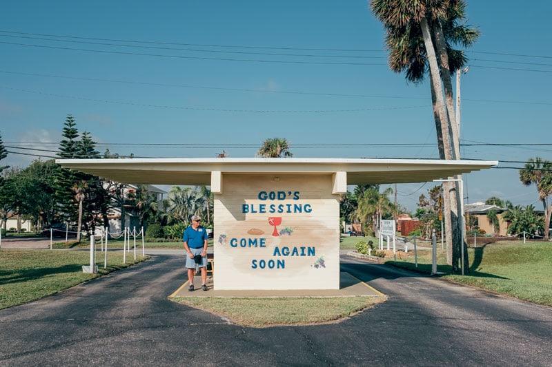 L'uscita della Christian Drive-in Church di Daytona Beach.