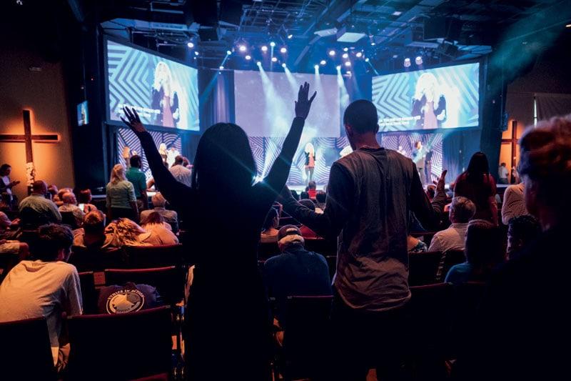 Alla Seacoast Church di Mount Pleasant, in South Carolina, ogni funzione inizia e termina con un concerto christian rock.