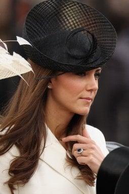 Kate Middleton con l'anello di fidanzamento appartenuto a Diana