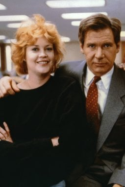 1989: Melanie Griffith e Harrison Ford in Una donna in carriera (Working Girl), film che segna un'epoca e rende globale lo stile del Power-dressing
