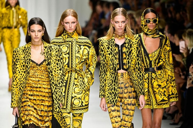 La sfilata glam di Versace