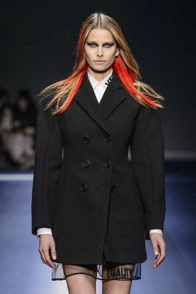 Power Dressing: perché torna la giacca con spalline