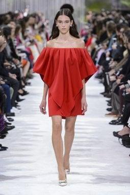 Un'uscita della capsule collection Very Valentino presentata nel corso della sfilata donna p/e 2018