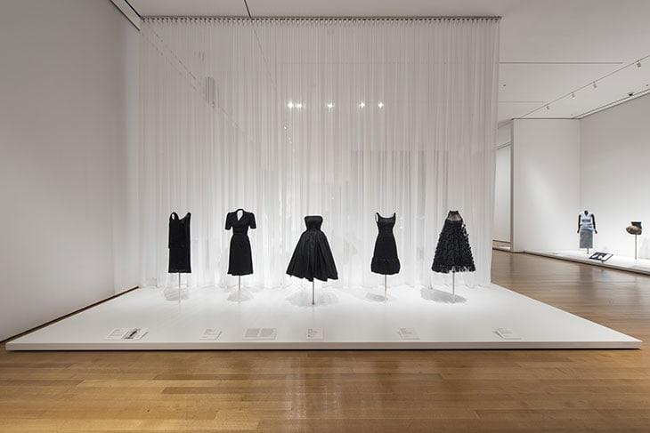 Alcune declinazioni del Little black dress reso celebre da Coco Chanel negli anni Venti