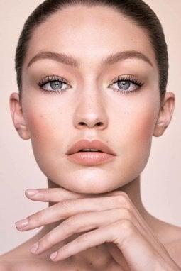 Gigi Hadid firma una collezione make up