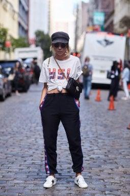 New York: la tracolla chic si abbina a uno stile informale