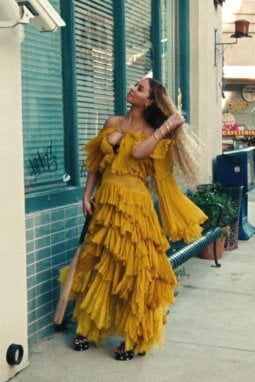 Beyoncé nel video Hold Up