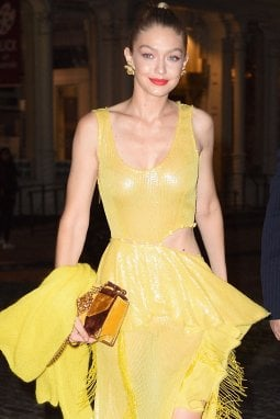 Gigi Hadid in evening dress giallo limone di Prabal Gurung