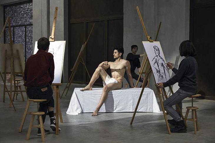 I visitatori prendono parte attiva all'esposizione di Take Me (I'm Yours) all'Hangar Bicocca di Milano (fino al 14/1/18