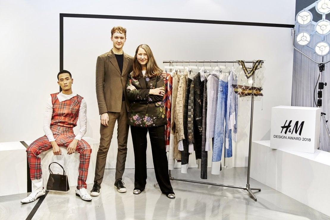Ann-Sofie Johansson con Stefan Cooke e un modello che indossa una sua creazione