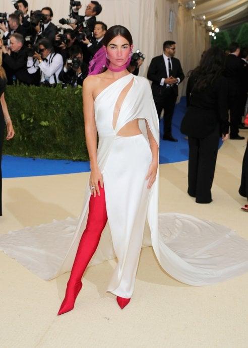 89e7ee8ecd La top model Lily Aldridge è inquitante al Met Ball con abito Ralph Lauren  e stivali in lattex Balenciaga