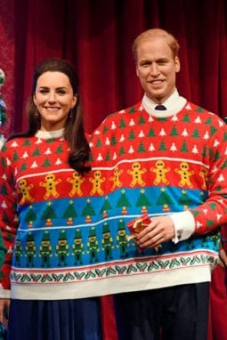 La famiglia reale inglese posa con i maglioni natalizi