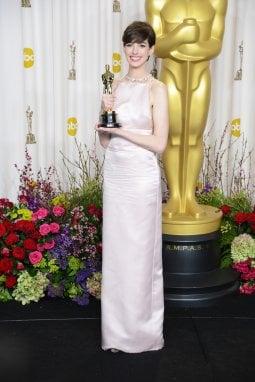 Anne Hathaway in Prada agli Oscar 2013