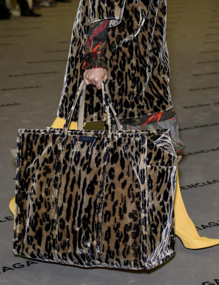 Total look animalier, Balenciaga