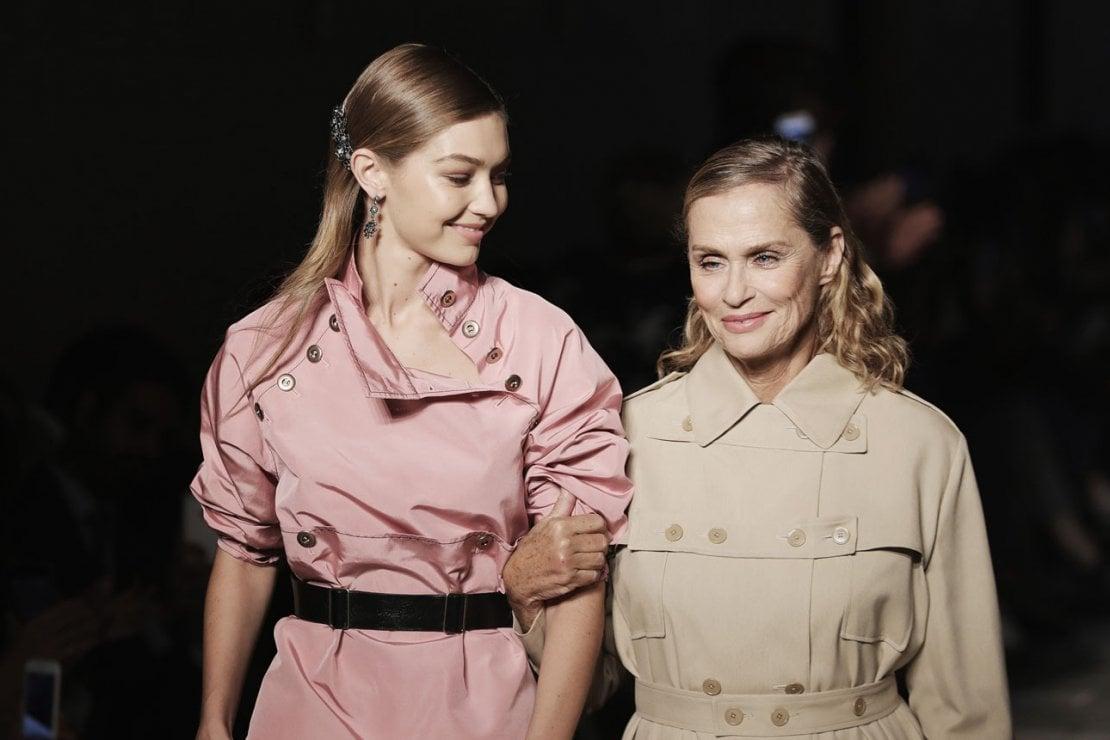 Età a confronto: Gigi Hadid e Lauren Hutton sfilano insieme per Bottega Veneta