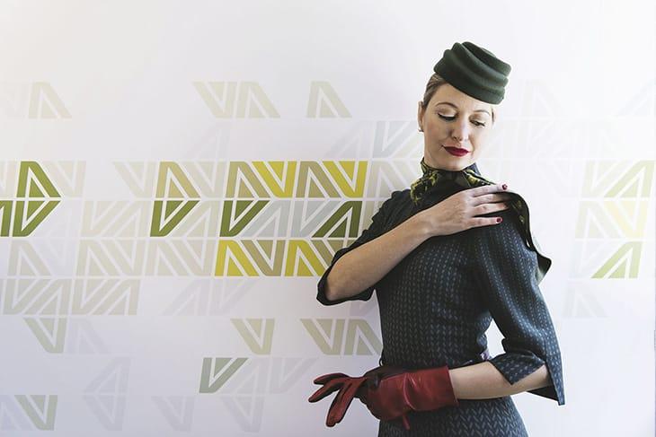 L'uniforme Alitalia, che verrà sostituita da un modello di Alberta Ferretti.