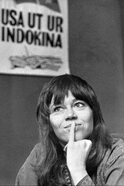 Jane Fonda con l'iconico taglio