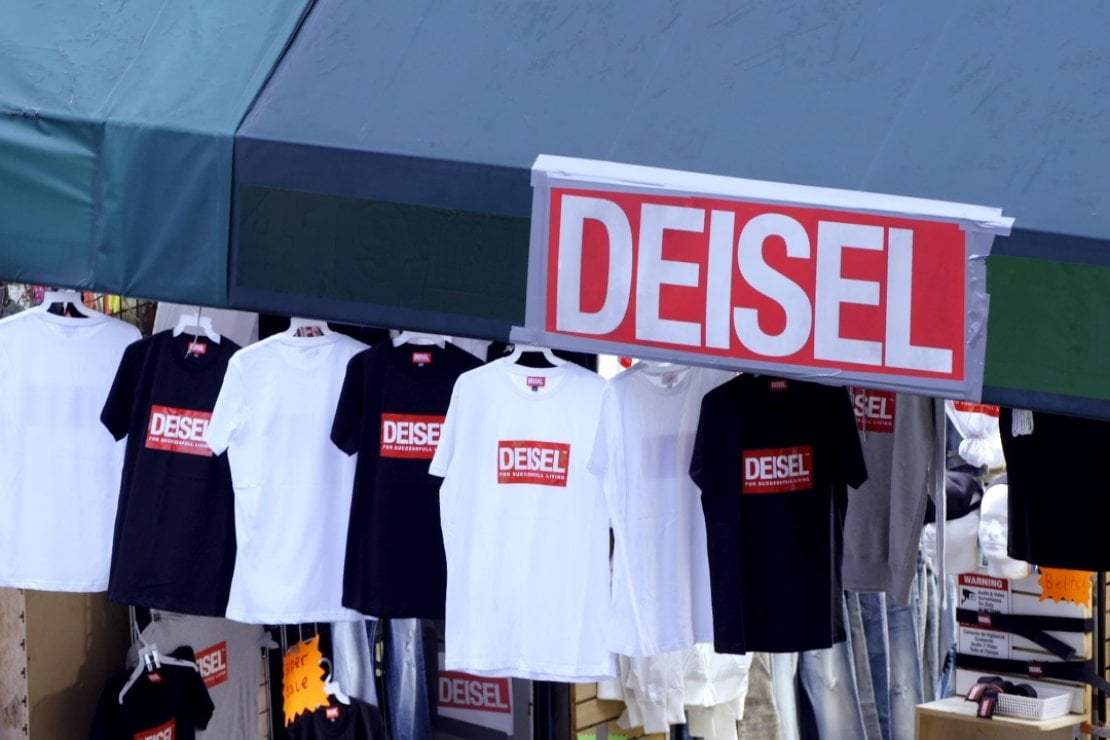 the best attitude 7a9f4 ff8dd Diesel: il negozio falso vende la collezione vera. E il ...