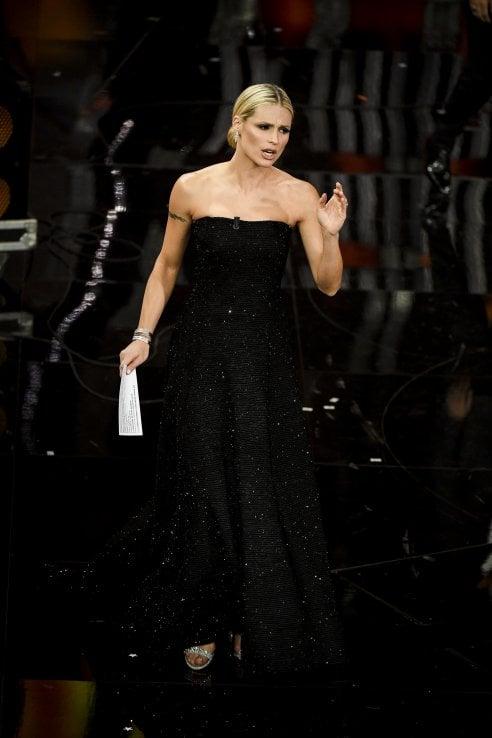 ffd9a0a3bb Michelle Hunziker chiude Sanremo con il botto: i suoi look da ...