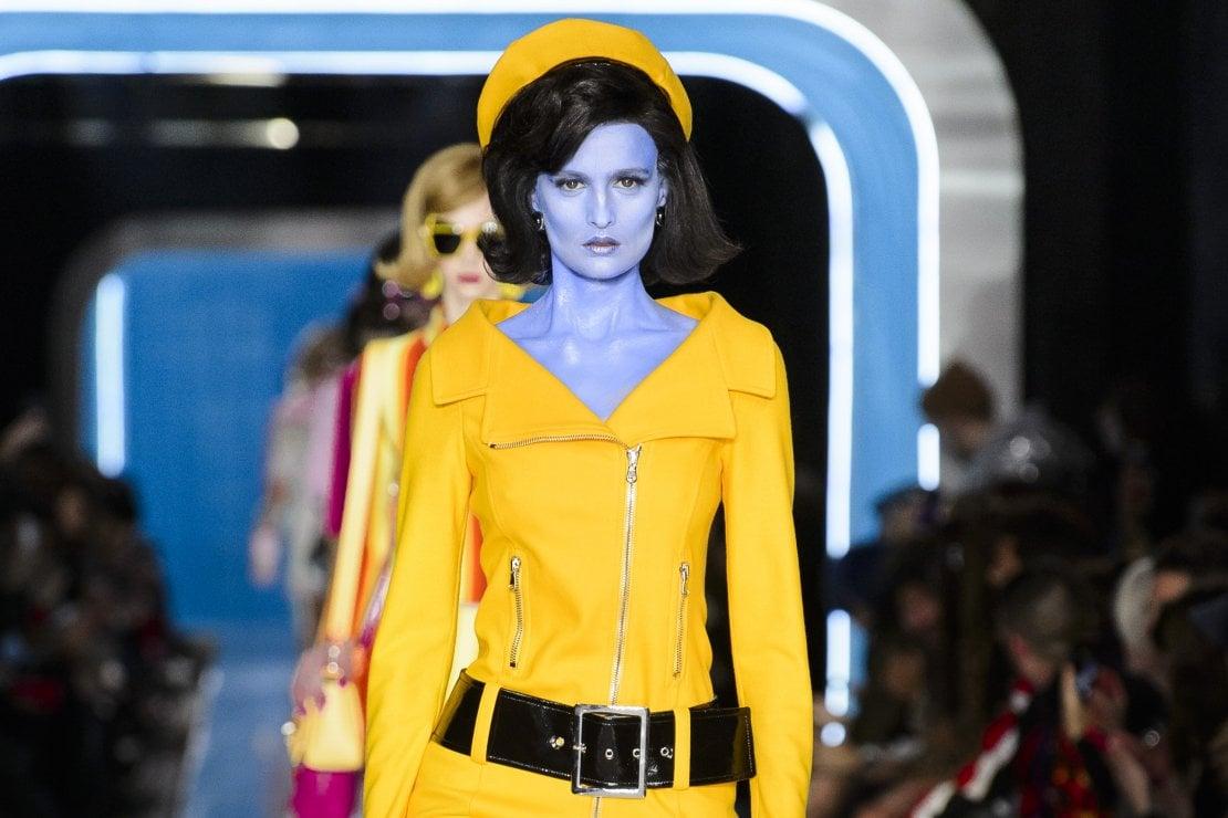 Moschino: le donne aliene in stile Jackie